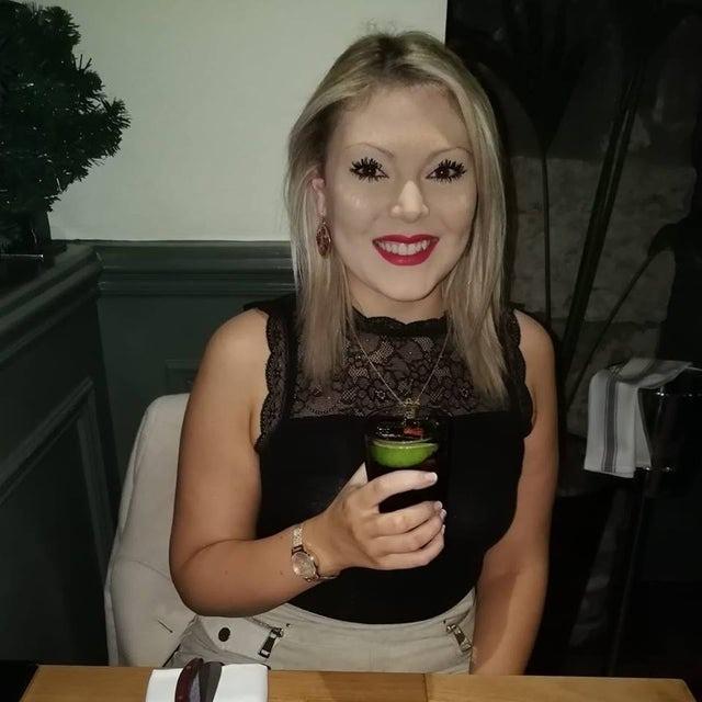 Frau mit merkwürdigem Make-up