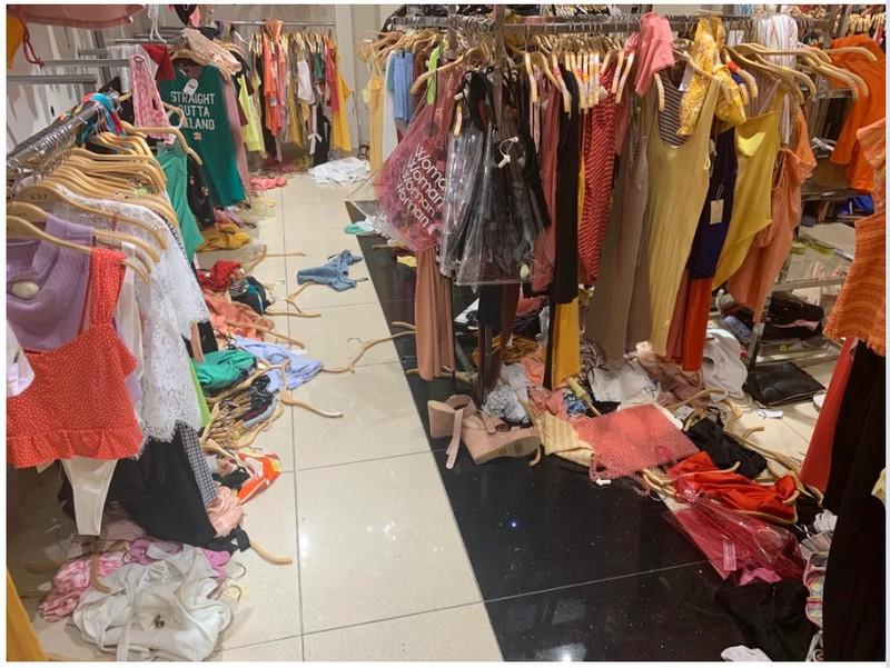 Dieser Klamottenladen wurde komplett verwüstet