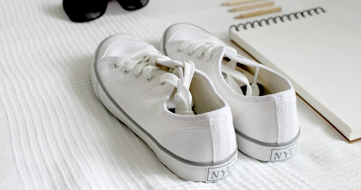 Trick für weiße Sneaker: So bekommt ihr sie wieder sauber