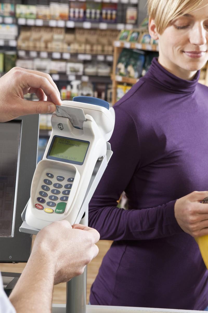 Die große Frage, was ist den Kassierern lieber, wenn man mit Karte oder Bar bezahlt