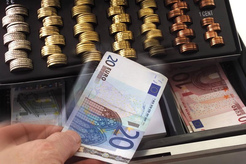 Kassierer haben einen geheimen Ort an dem sie Geld aufbewahren