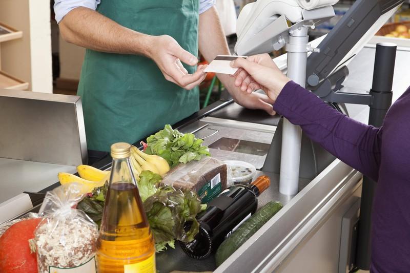 Lebensmittel schön zusammen und weit vorne drapieren, damit die Kassiererin schnell ist