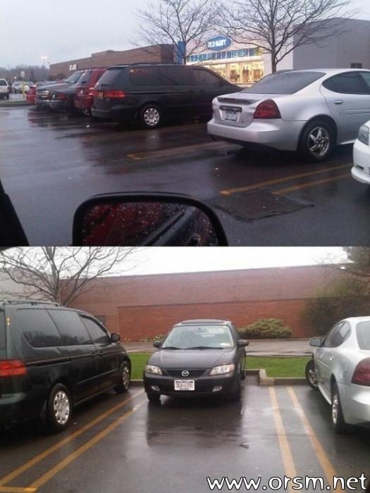 Ein Auto das rückwärts eingeparkt ist, weil ein Vater lässig sein wollte