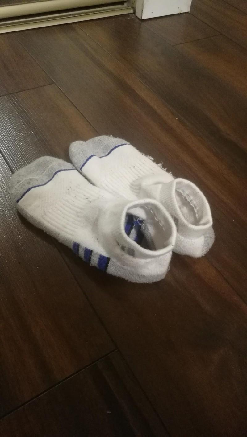Socken, die vom Vater liegen gelassen wurden