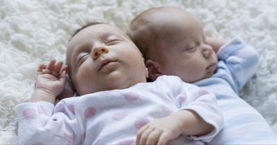 Wahres Wunder: Frühchen kuschelte sich an seinen Zwilling - und überlebte