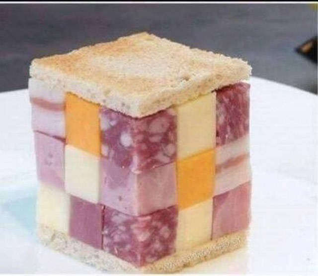 Ein Sandwich, dass mehr Belag als Brot hat.