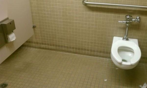 Das sind die schlimmsten Bad Toiletten Design Fails