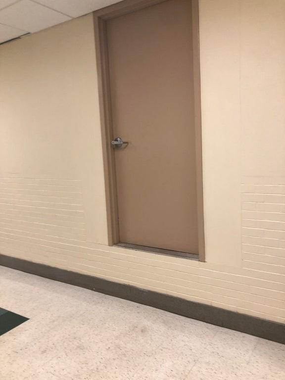 Die Tür auf diesem Bild wurde gute 50cm zu hoch eingebaut.