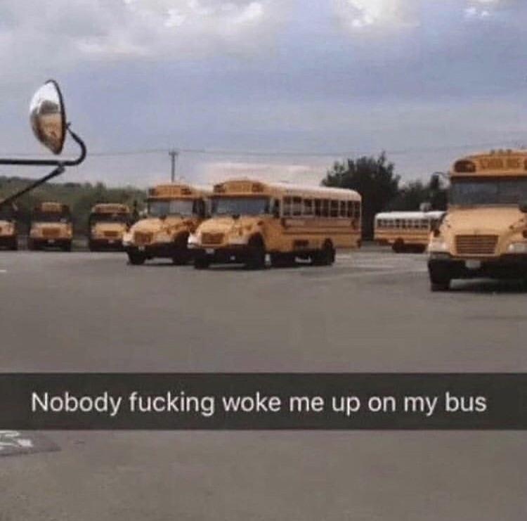 Das Kind ist im Bus eingeschlafen und der Fail ist, das es erst im Busbahnhof aufgewacht ist