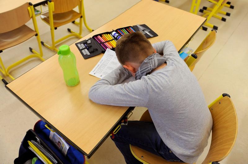 Schülerantworten in Klassenarbeiten: Weil er keine Ahnung hat, verzweifelt der Schüler