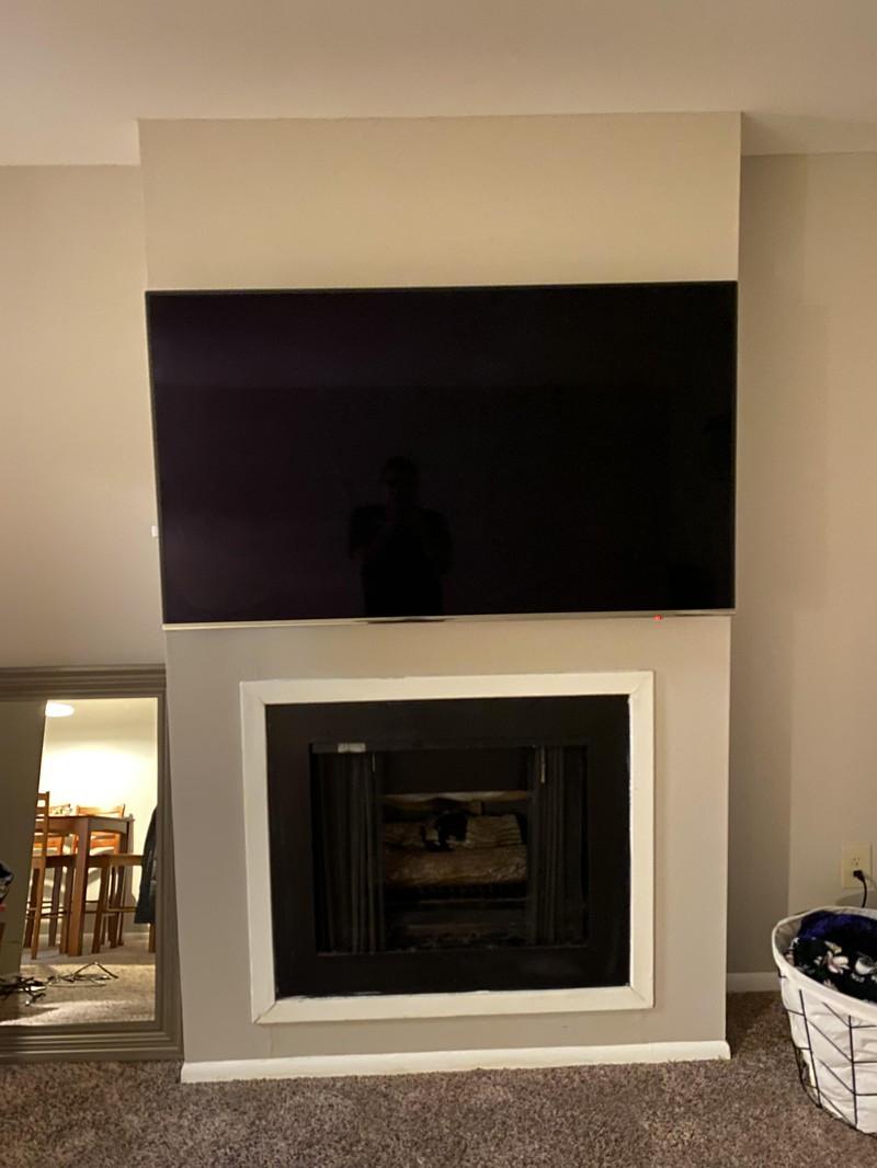 Ein Fernseher, der perfekt auf die Länge der Wand passt und einem ein gutes Gefühl gibt