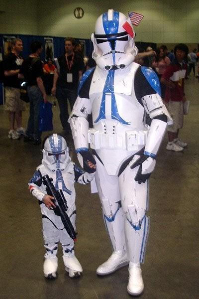 Vater und Sohn als Stormtrooper