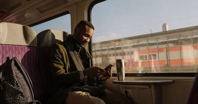 Neulich in der Bahn: 10 Begegnungen, bei denen du Tränen lachen musst!