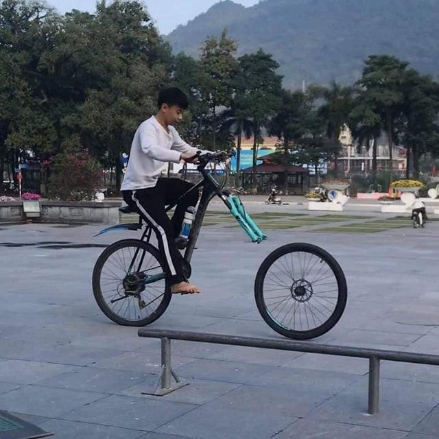 Das Fahrrad ist indem Moment, als das Bild gemacht wurde, auseinander gefallen.