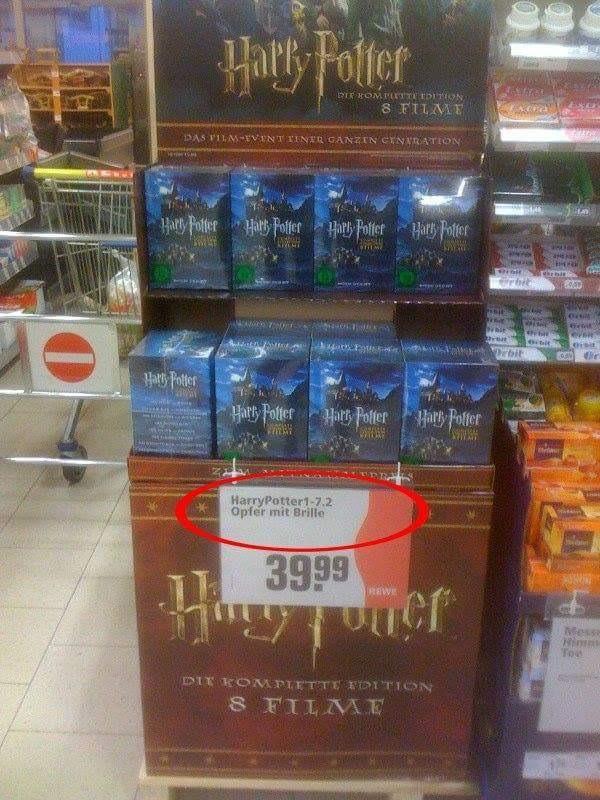 """15 Supermarkt-Fails, die dich ratlos zurücklassen: Das Schild für alle """"Harry Potter"""" Filme wurde hier mit einem ziemlich bösen Fail betitelt."""