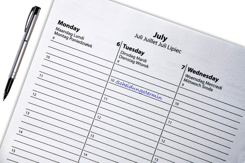 Ein Kalender, auf dem der Scheidungstermin festgehalten wurde