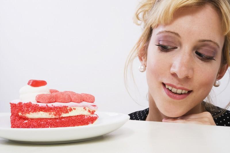 Einfrieren sollte man auch lieber keine Produkte, in denen Gelatine ist, wie z.B. manche Torten.