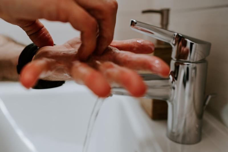 Es gibt Anleitungen, wie man seine Hände am besten reinigt.