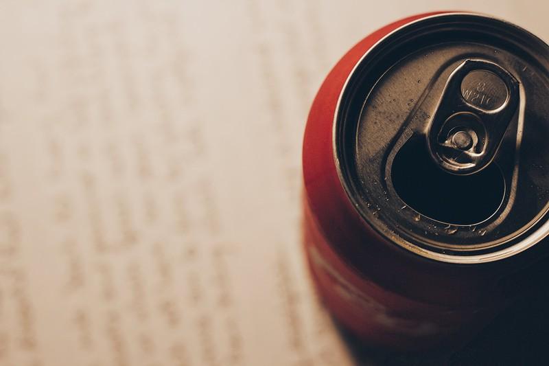 Viele Menschen benutzen die Cola Dose falsch