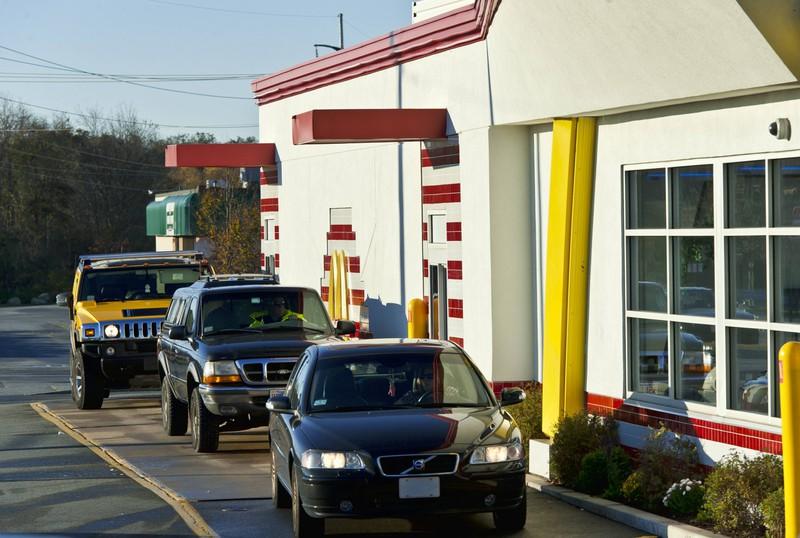 Der Drive-Thri eines McDonalds: Hier macht ein Mann eine Liebeserklärung
