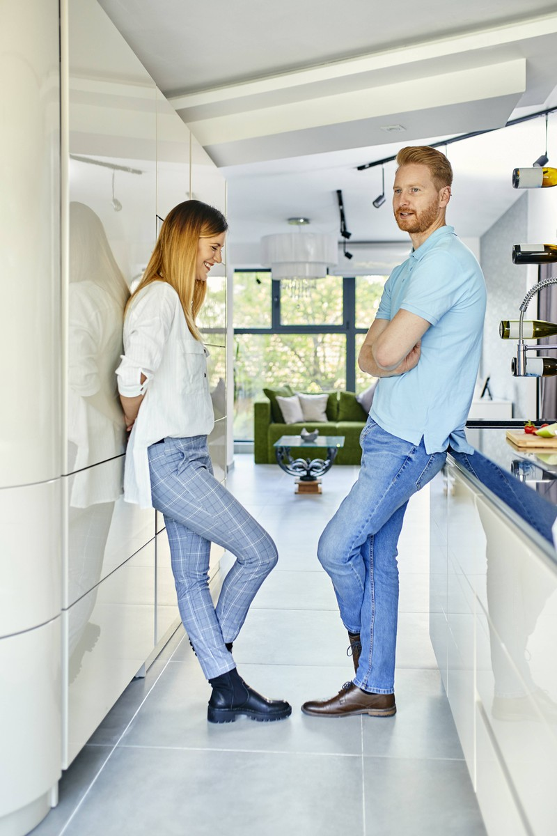 Ein Mann und Frau einigen sich bei der Liebe auf einen Deal