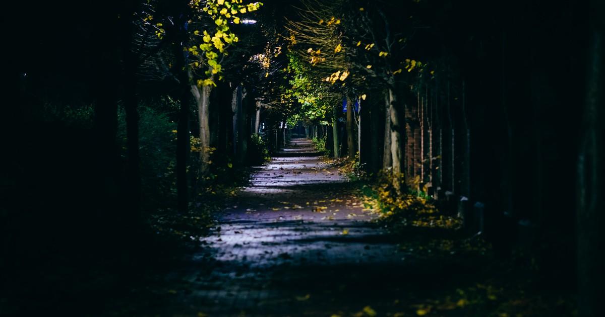 10 Leute, die nachts spazieren waren und seltsame Begegnungen hatten