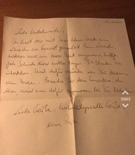 Der Mann schreibt OJ einen Brief