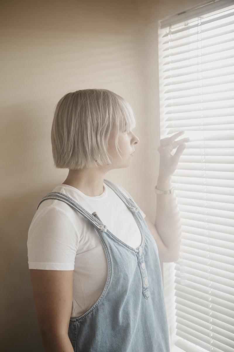 Eine Jodlerin befürchtet, dass ihr Freund ihr nicht mehr treu ist.