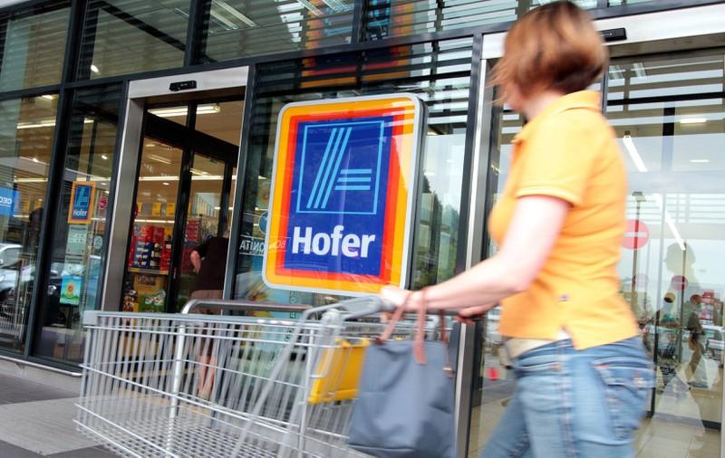 """Beim Supermarkt gibt es oftmals einen Teppich, der die """"Funktion"""" hat, den Einkaufswagen zu """"entriegeln""""."""