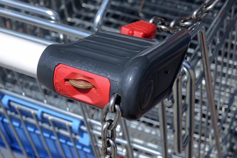 Beim Einkaufswagen braucht man fast immer eine Münze oder einen Chip