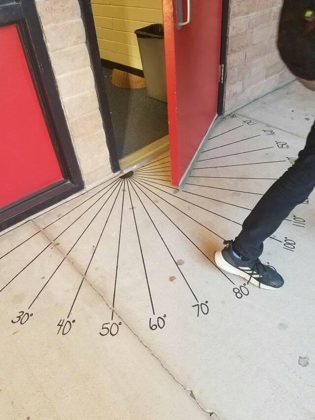 Eigentlich wäre die Idee zu dieser Tür ziemlich cool gewesen, aber umgesetzt wurde sie nicht so klug.