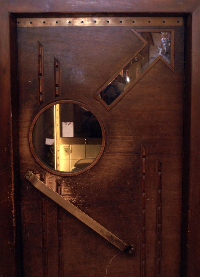 Wenn man schon eine Toilette sucht und dann die Tür verschlossen ist, kann es zu einem Malheur kommen.