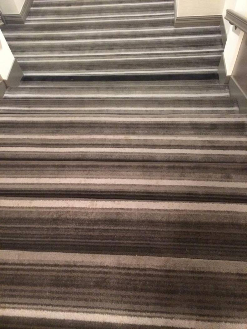 Bei dem Bild ist man sich nicht einmal sicher, was genau dabei eine Treppe sein soll.