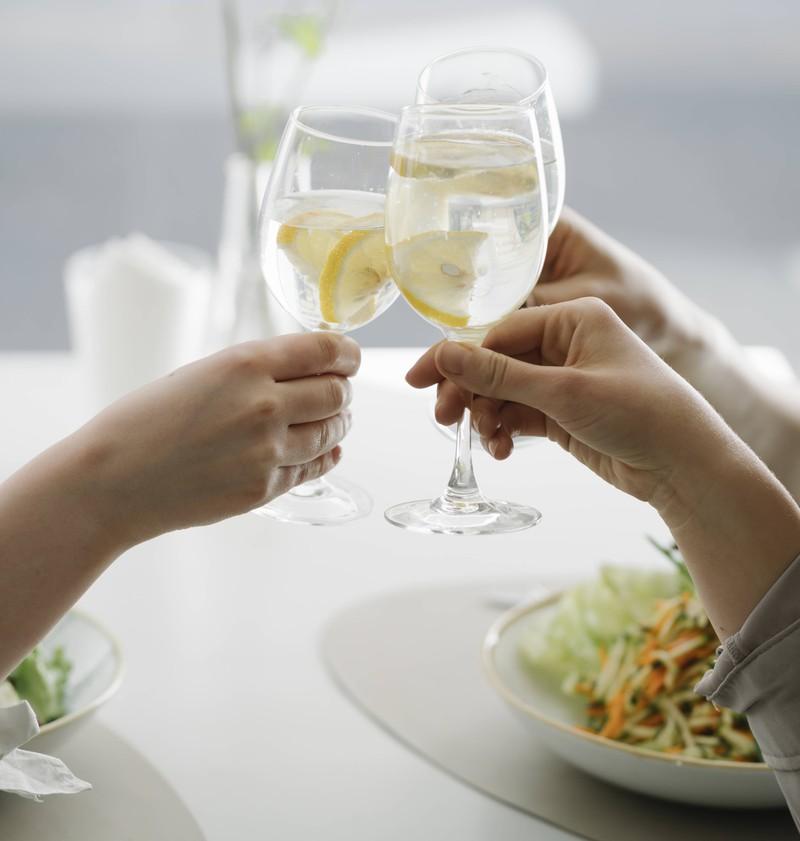 Wenn bei Hochzeiten ein Gast zu tief ins Glas guckt, kann es für alle beteiligten schlimm werden.