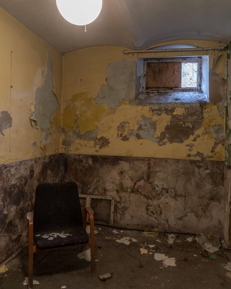Ein Keller, in dem sich viel altes und kurioses Zeug befindet