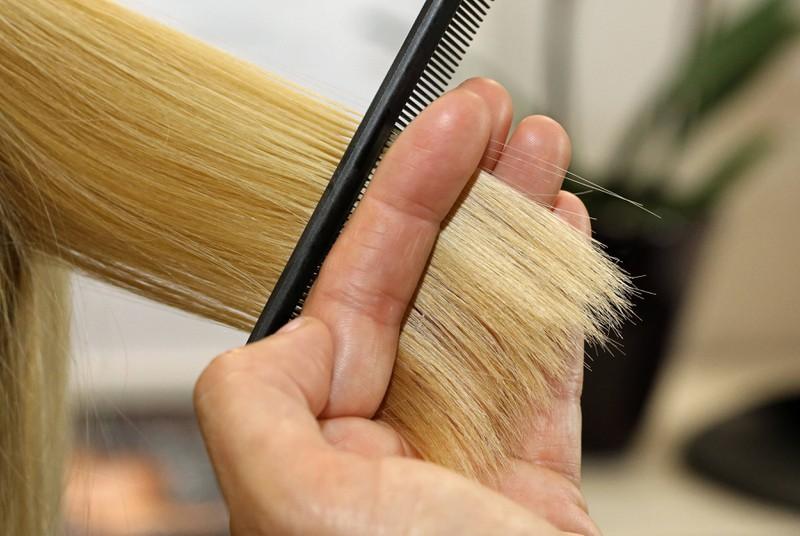 Einige kommen auf die Idee, sich die Haare selbst zu schneiden und scheitern dann kläglich.