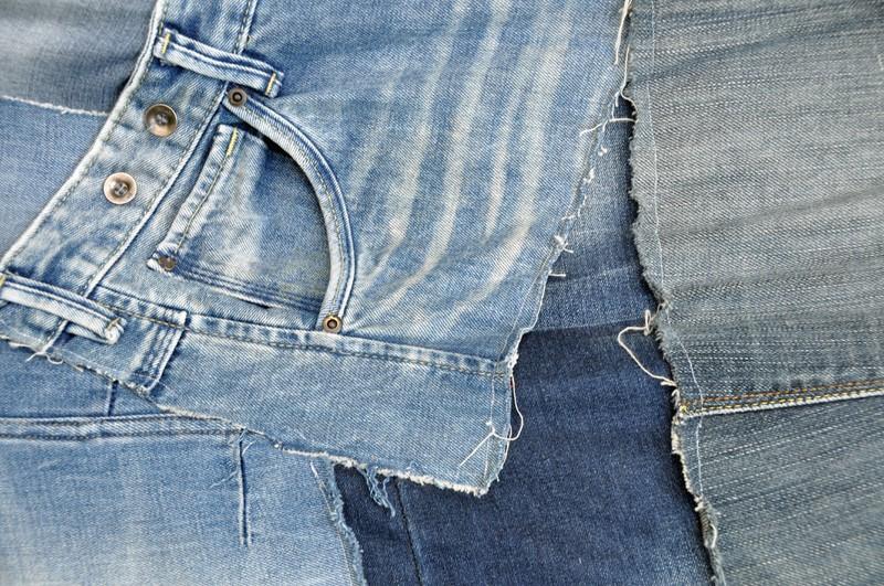 Die kleine Jeans-Tasche ist für Taschenuhren gedacht.