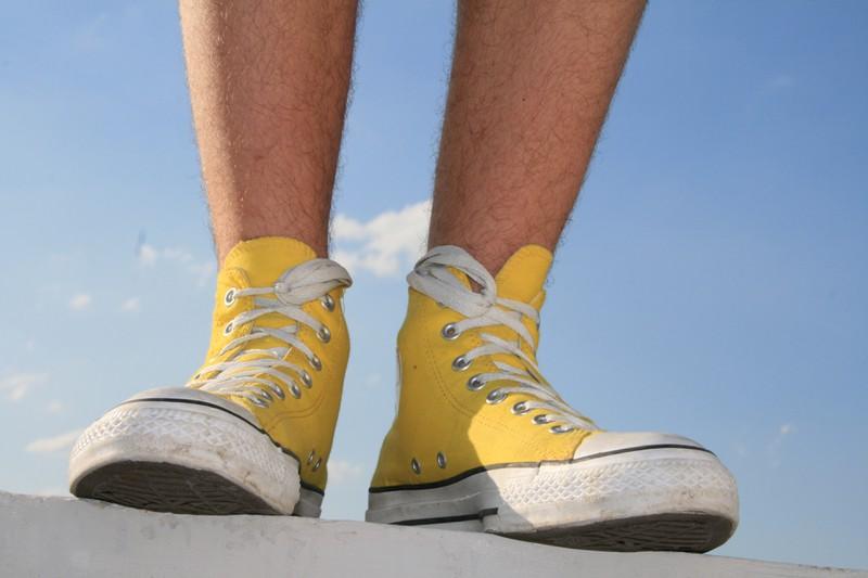 Durch die seitlichen Löcher können Schuhe enger geschnürt werden.
