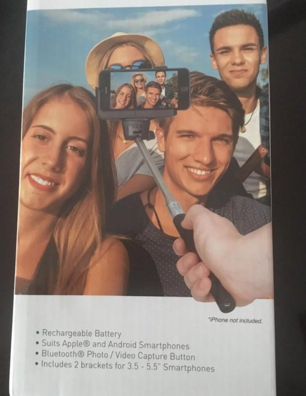 Bildbearbeitungs-Fail, der die falsche Verwendung eines Selfie-Sticks zeigt