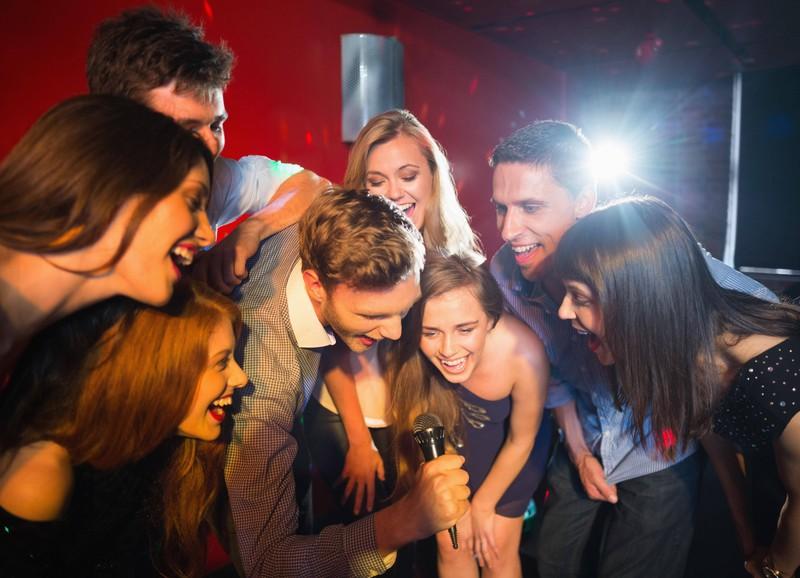 Tatsächlich kann man auch in der Karaokebar rausgeworfen werden