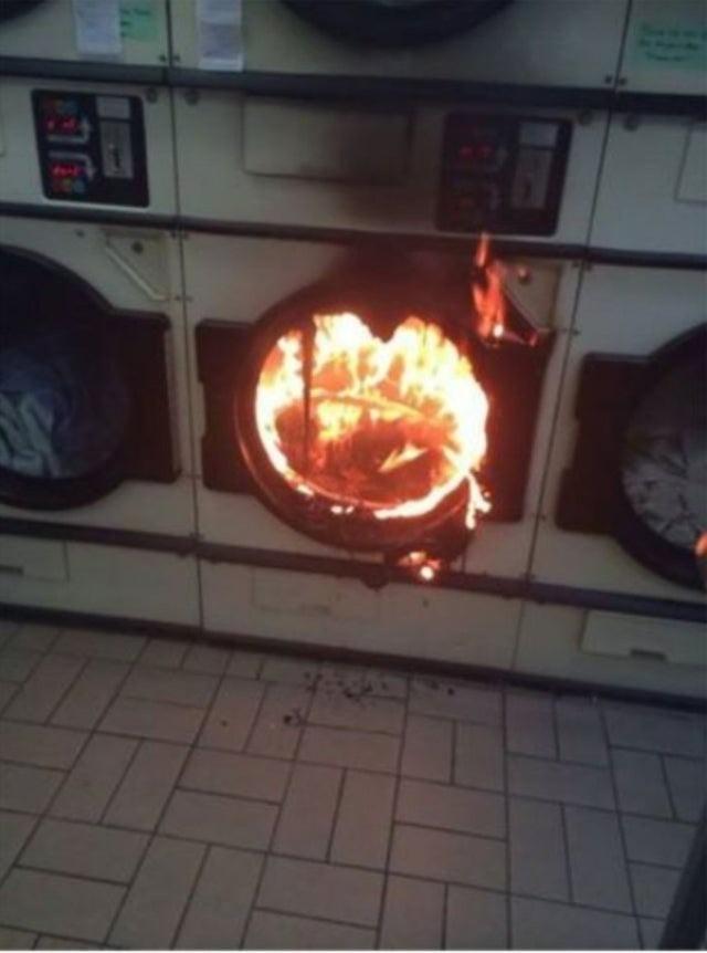 Die Waschmaschine ist in Flammen aufgegangen