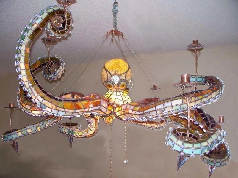 Eine Lampe im Oktopusstil - gewagt und hässlich, aber originell