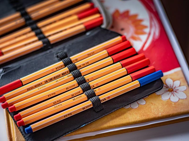 Worin wurden unsere Stifte für die Schule aufbewahrt?