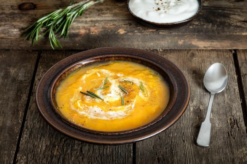 Suppen und Eintöpfe sollten innerhalb von 3 Monaten aufgetaut werden.
