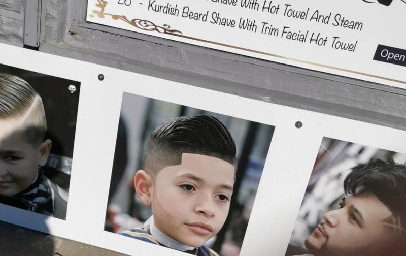 Eine Werbe-Anzeige für einen Friseursalon