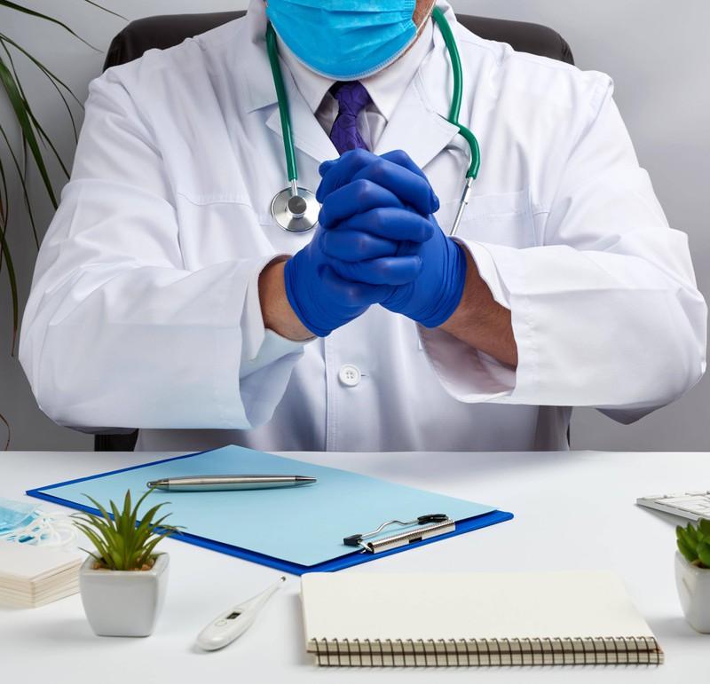 Gefühlt haben die Ärzte ihren Job zum ersten Mal ausgeübt, obwohl es ihr alltäglicher Job ist.