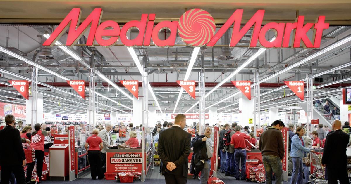 Mutter will ihre Tochter mit dem Media Markt-Verkäufer verkuppeln