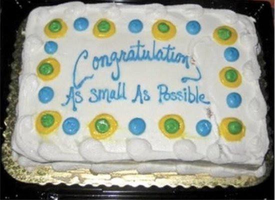 Zu sehen ist eine Torte, die falsch beschriftet wurde