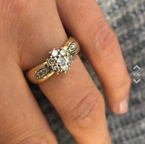 Auf Jodel zeigt OJ dann auch ihren Verlobungsring