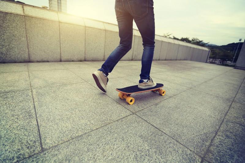 Ein Mann hatte einen Unfall mit dem Skateboard